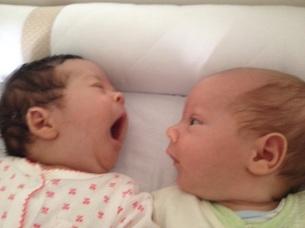 Os gêmeos Julia e Rafael